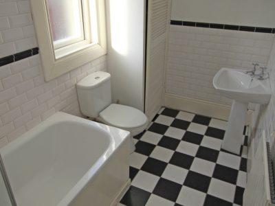 107 Sid Bathroom