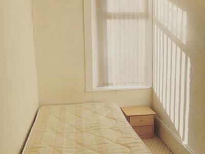 38 Sidney Room4