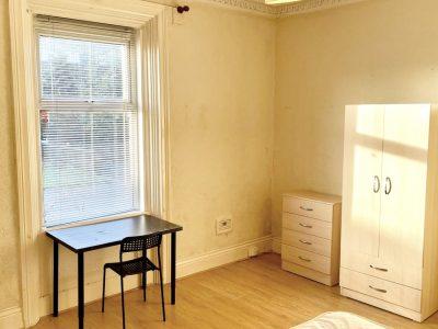 5 Gbro Bedroom 1
