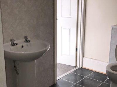 6 Stud Bathroom