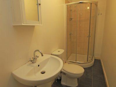87 Sid Bathroom