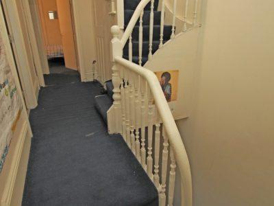 87 Sid Hallway