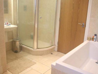 Flat 6- Bathroom