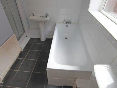 86 Croy Bathroom