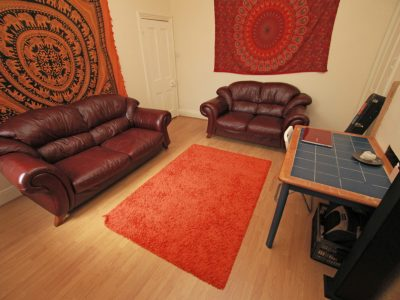 86 Croy Lounge